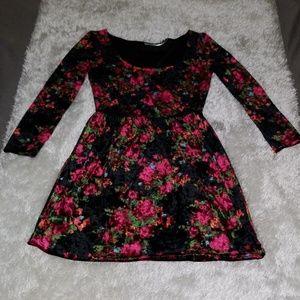 KIMCHI BLUE VELVETY DARK FLORAL DRESS